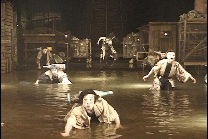 維新派『水街』。