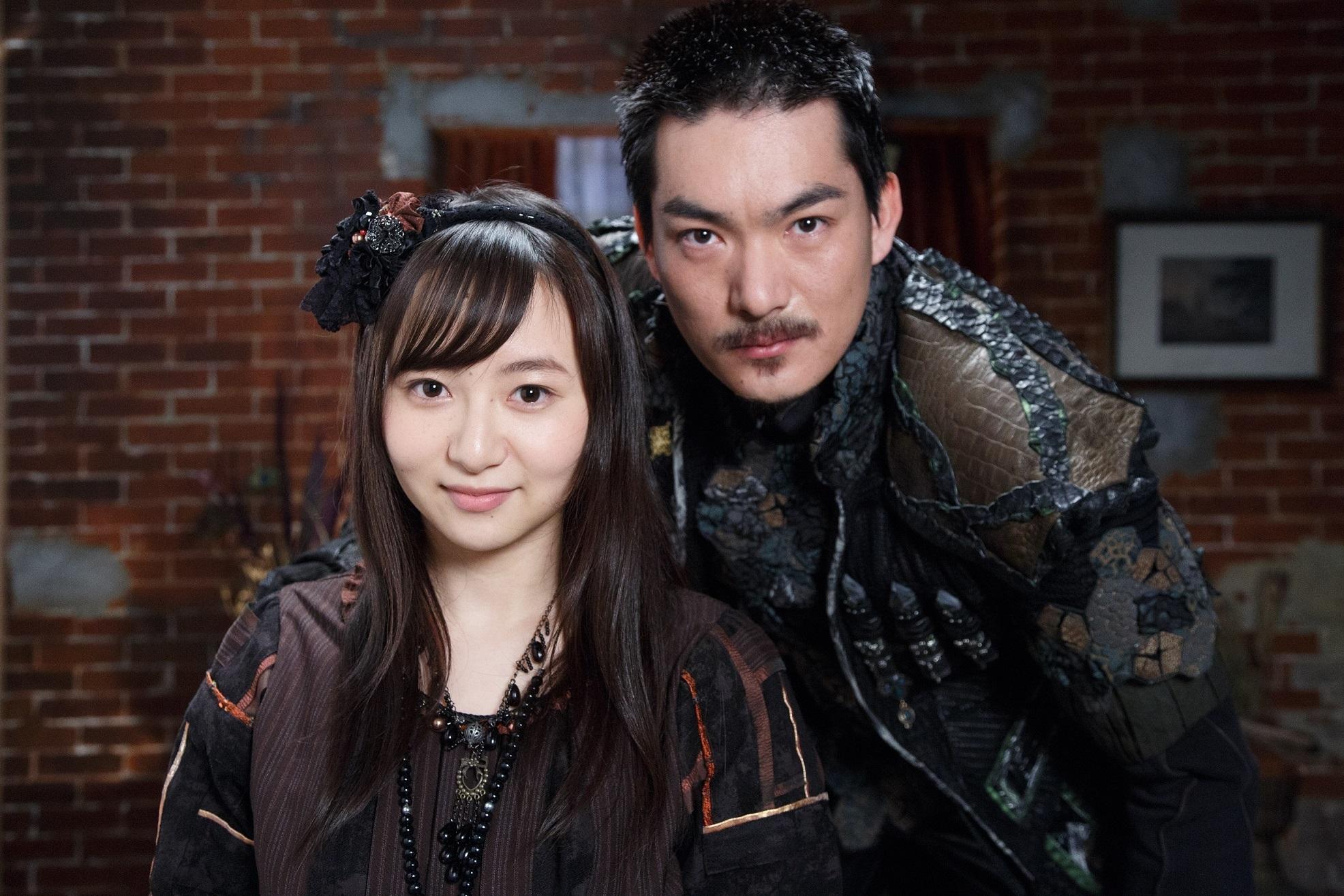 左から、ハルナ役・小松もか、秋月ダイゴ役・脇崎智史