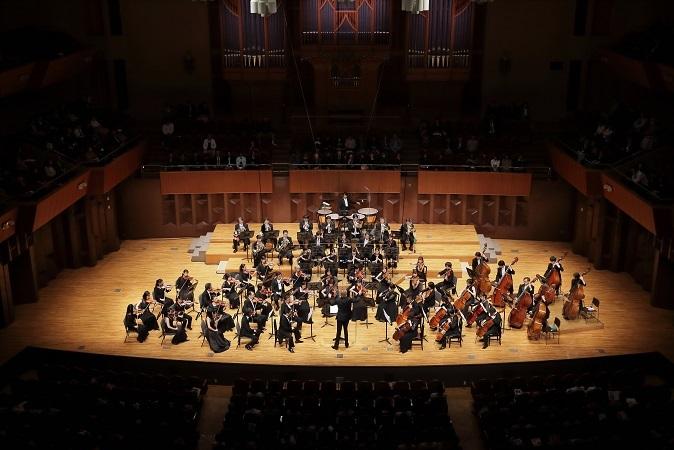 音楽監督オーギュスタン・デュメイ指揮、関西フィルハーモニー管弦楽団 (C)S.Yamamoto