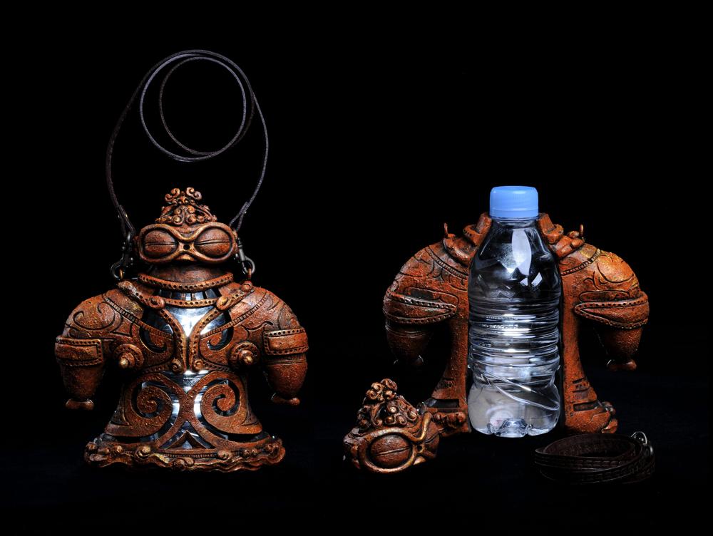 「ペットボ土偶」 青森県とのタイアップで制作。 土偶型ペットボトル入れ。