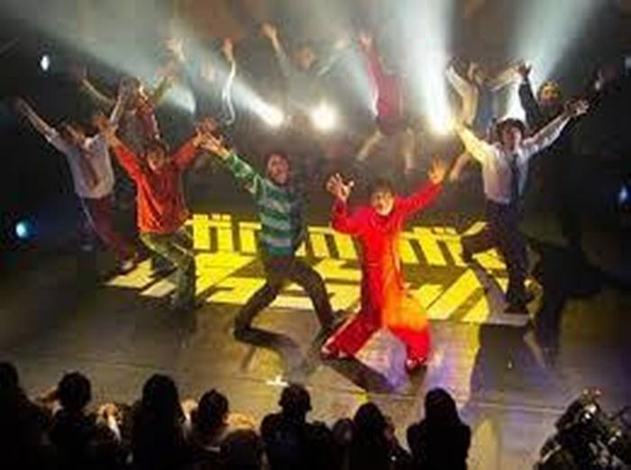 石原正一ショー『ボボボーボ・坊っちゃん』(2006年)。夏目漱石『坊っちゃん』が元ネタの群像コメディ。