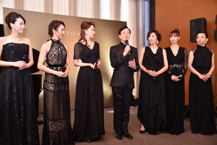 凰稀かなめ、水夏希、姿月あさと、坂東玉三郎、真琴つばさ、大空ゆうひ、霧矢大夢(左から)