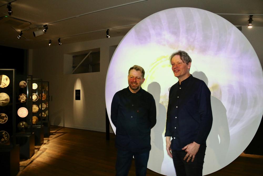 左から、ポール・ハートフィールド、スティーヴン・コーツ