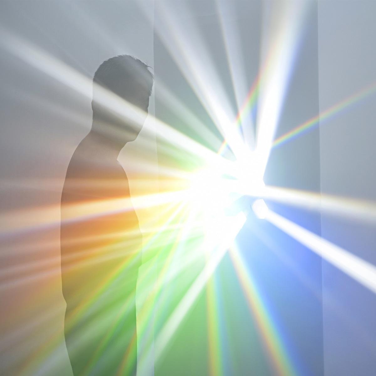 『吉岡徳仁 スペクトル ― プリズムから放たれる虹の光線』