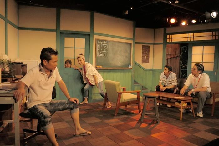 限界集落の現実を、赤裸々だけど明るい笑いを交えて描いた、ばぶれるりぐる旗揚げ公演『ほたえる人ら』(2018年)。2019年に第2回公演として再演されている。 ©︎horikawa takashi.