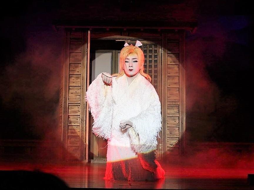 雷三が狐の化身に扮しておくる十八番舞踊「祭り狐」 幻想の美、芸の力