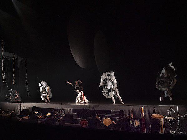 SPAC公演『顕れ〜女神イニイエの涙〜』(レオノーラ・ミアノ作、宮城聰上演台本・演出) 撮影/三浦興一