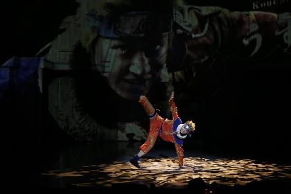 うずまきナルトがアクロバティックな動きで躍動!ライブ・スペクタクル『NARUTO-ナルト-』が開幕