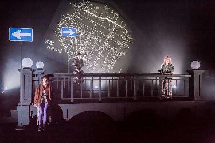 極東退屈道場#9『808ダイエット』(2018年)より。かつて「八百八橋」と呼ばれた大阪の川と橋をモチーフにした群像劇。 【撮影】清水俊洋