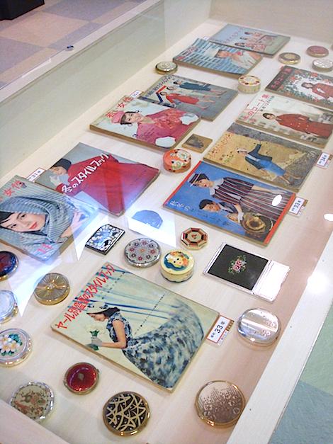 昭和30年代のファション雑誌も多数展示されている