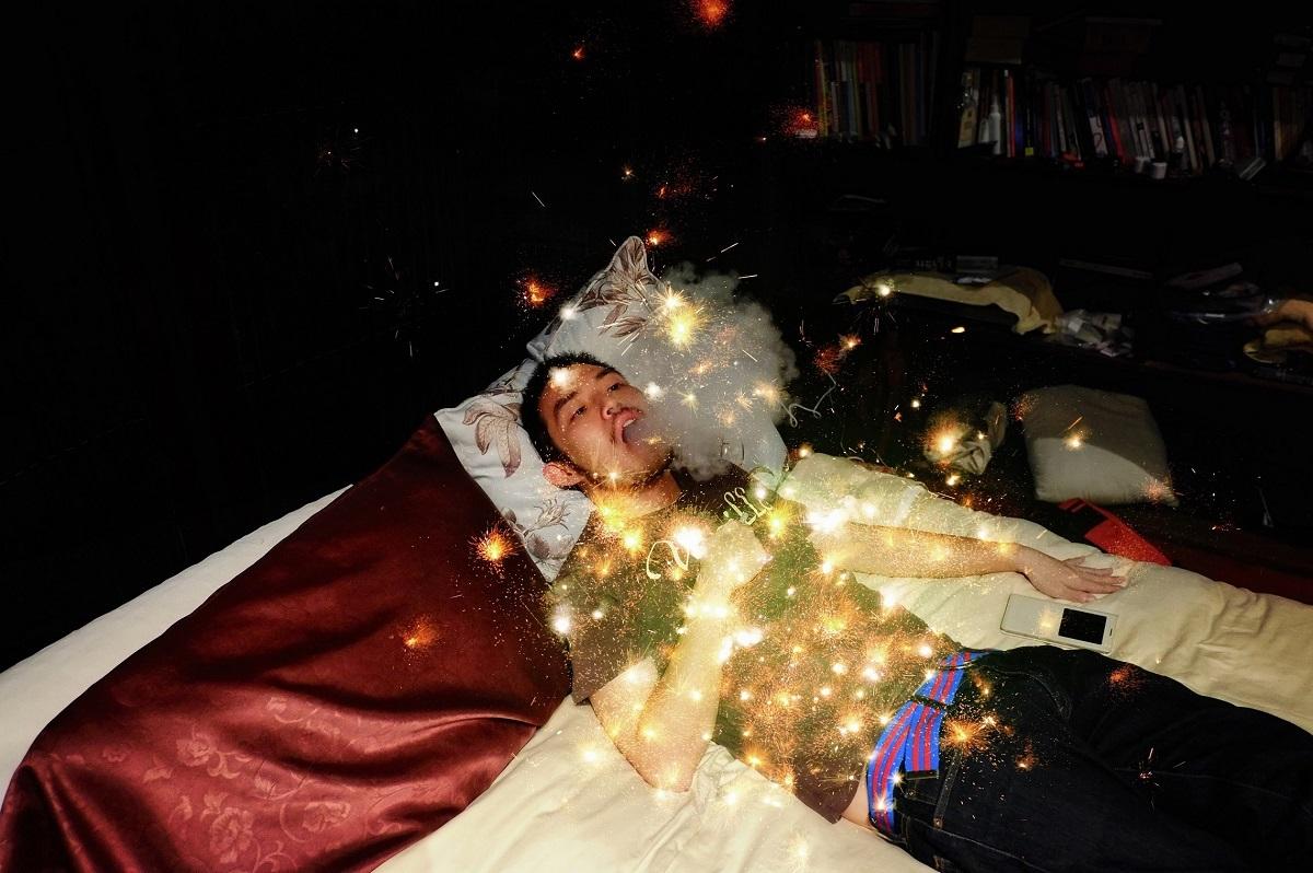 《悲しげな蒸気》2014 年 ライトボックス、昇華型熱転写方式