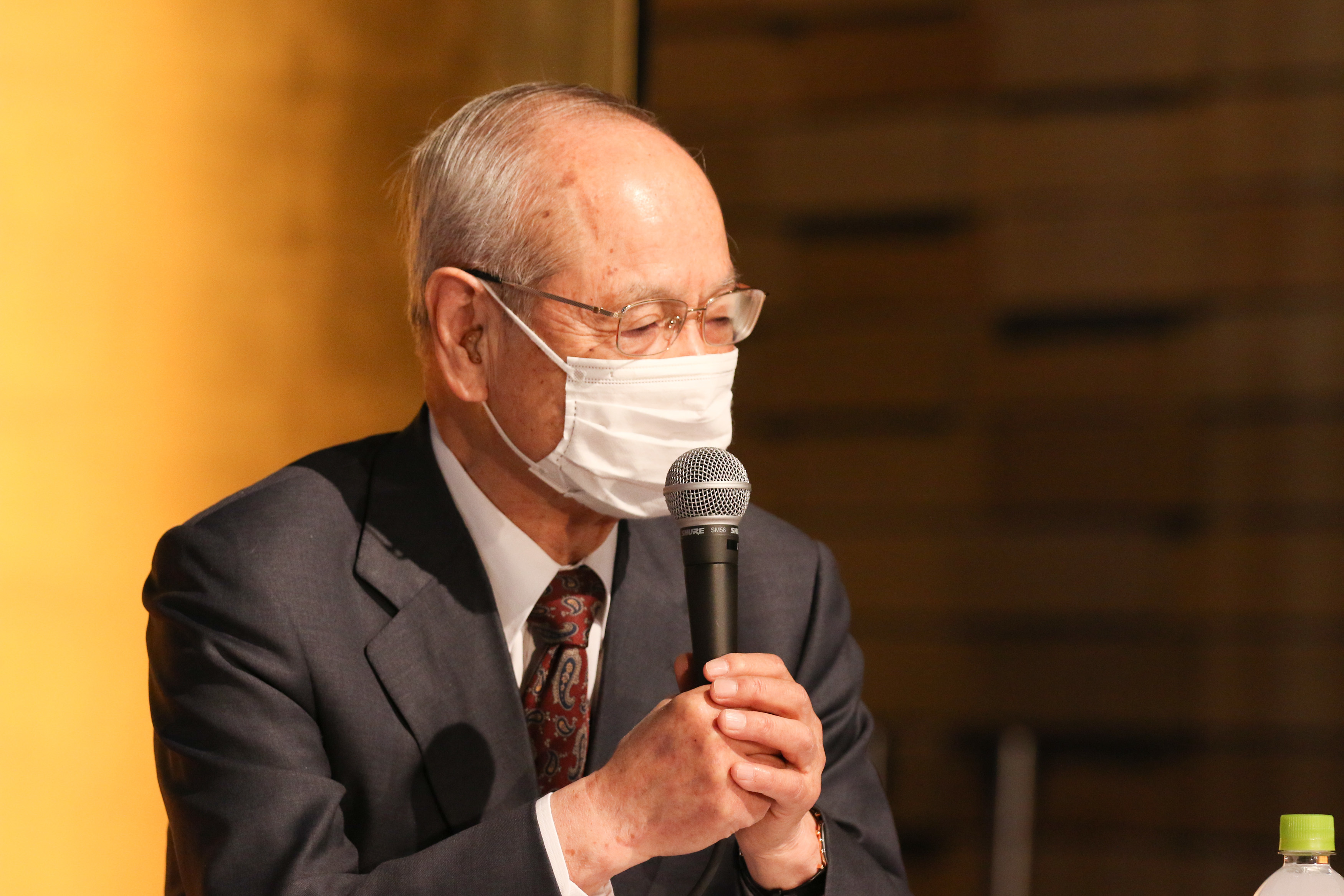 お客様の表情がマスクで判らないのはつらいですね