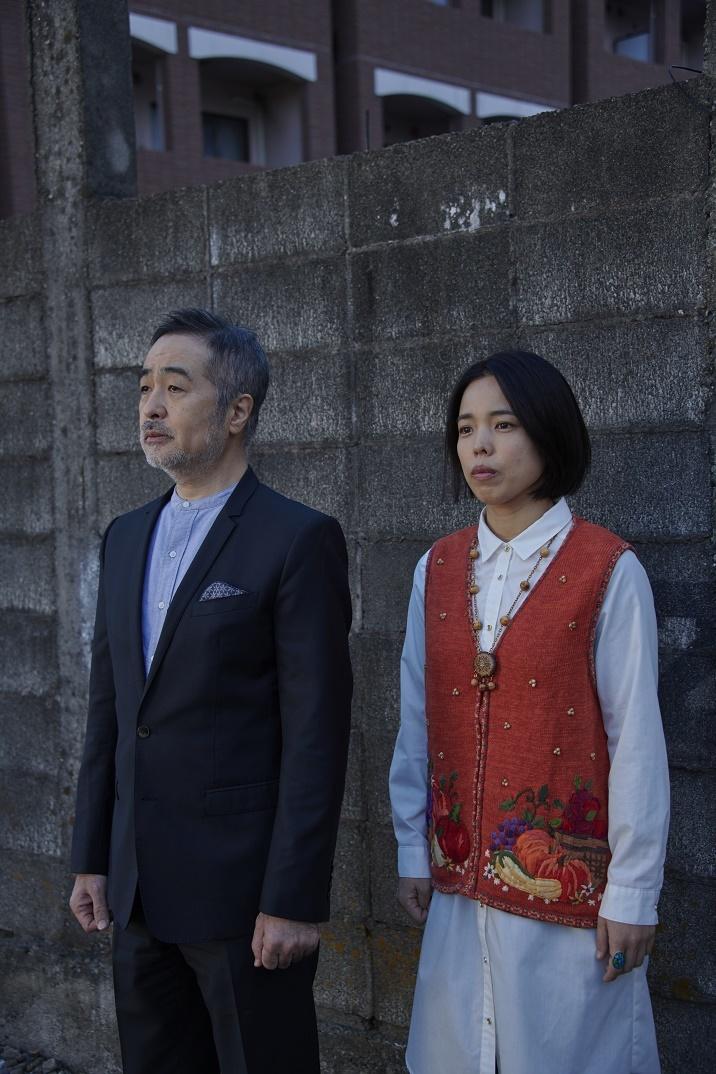 (左から)松尾スズキ、安藤玉恵 (C)大橋仁