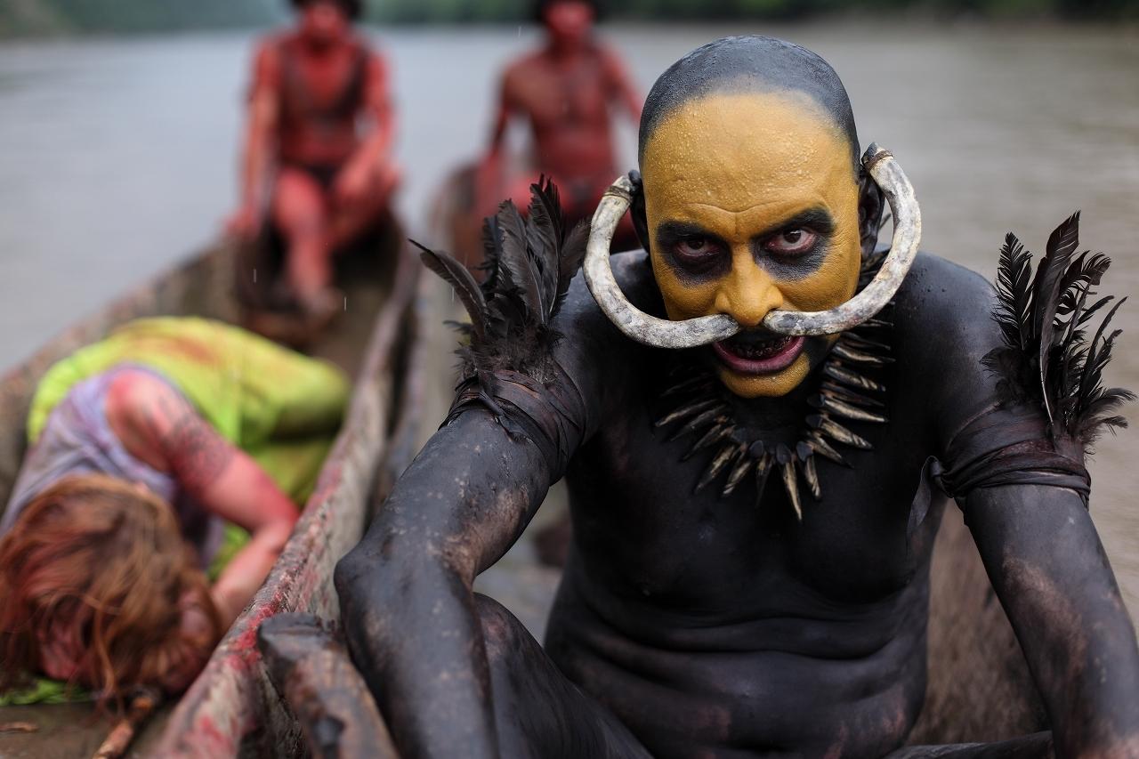 赤や黄に身体を塗りたくったヤハ族 『グリーン・インフェルノ』