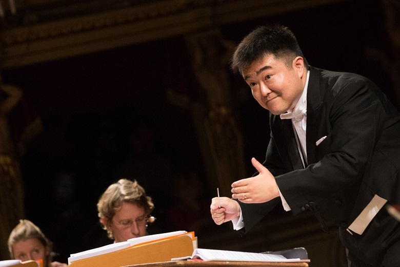 「尊敬するアバドやムーティのように、オペラと管弦楽曲の両方が出来ると良いのですが。」  (c)Fabio Parenzan