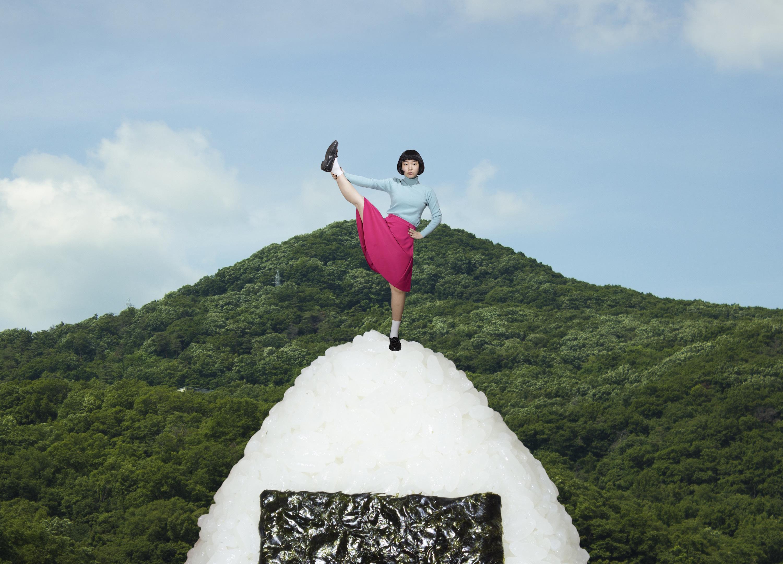 宮崎いず美「riceball mountain」2016年 (c) 2016 IzumiMiyazaki