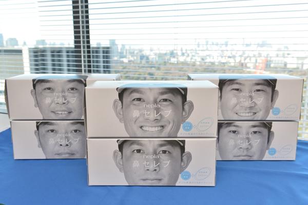 コラボグッズは2箱1セットでプレゼント