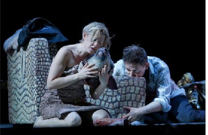 METライブビューイングに鬼才トーマス・アデスの現代オペラ『皆殺しの天使』登場~ブニュエルの不条理映画を完全オペラ化