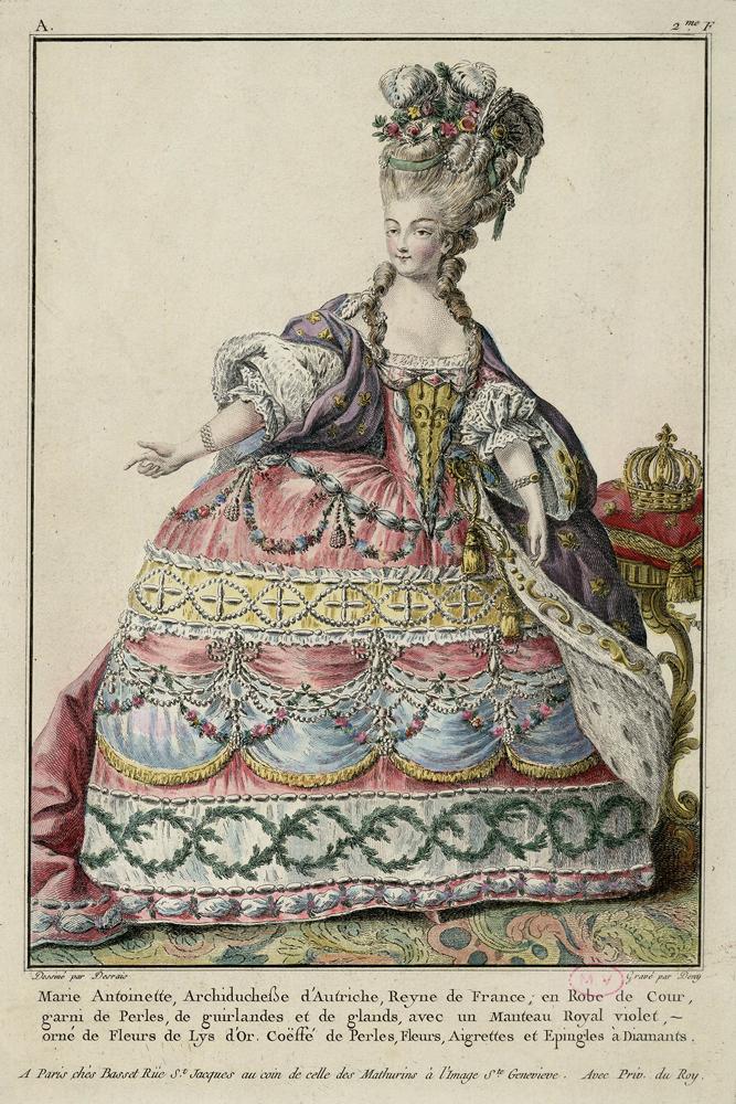 クロード=ルイ・デレの原画に基づくマルシャル・ドゥニの版刻 『大盛装姿のマリー・アントワネット』1775年頃 ヴェルサイユ宮殿美術館