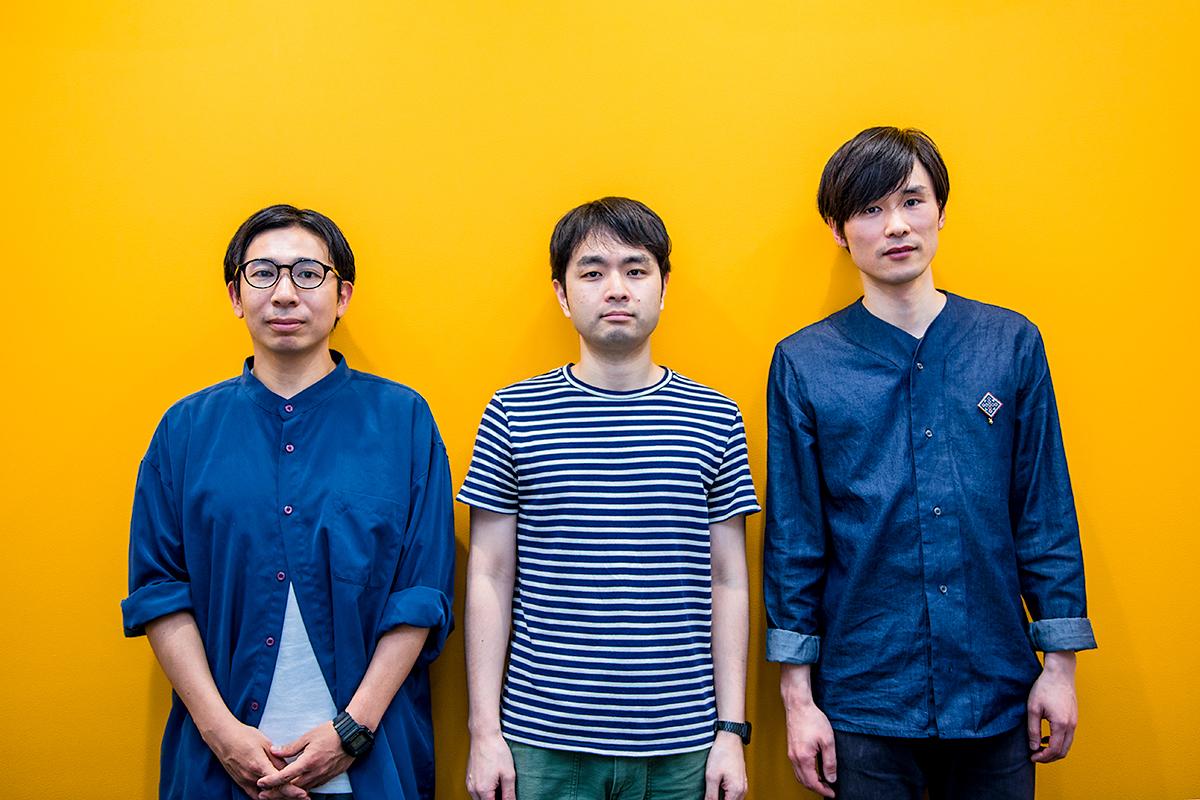 テニスコート(左から)神谷圭介、小出圭祐、吉田正幸