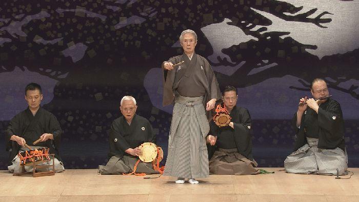 舞囃子『融』を舞う、大槻文藏(中央)