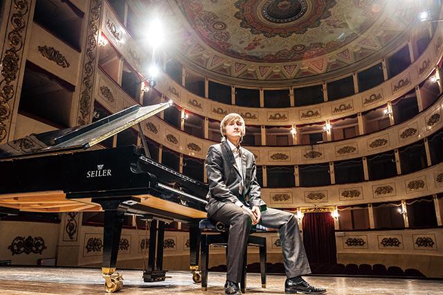 ドミトリー・マスレエフ(ピアノ)