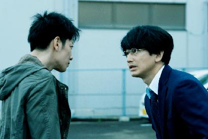 佐藤健は本番前から怒りに震えていた 映画『護られなかった者たちへ』メイキング映像を公開