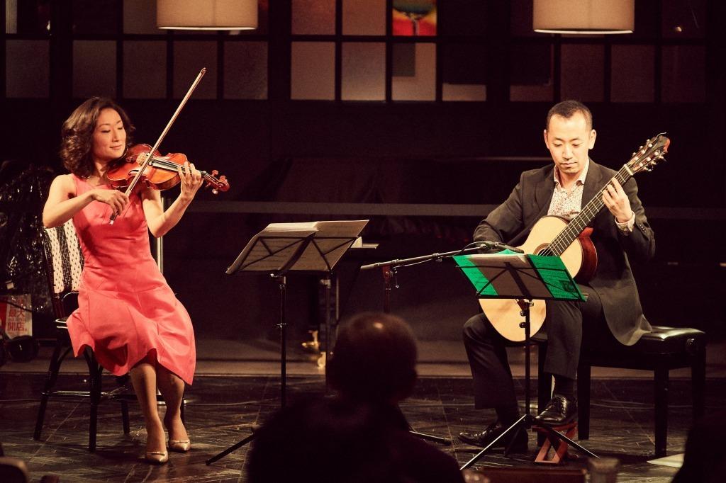 小野明子(ヴァイオリン)&益田正洋(ギター)