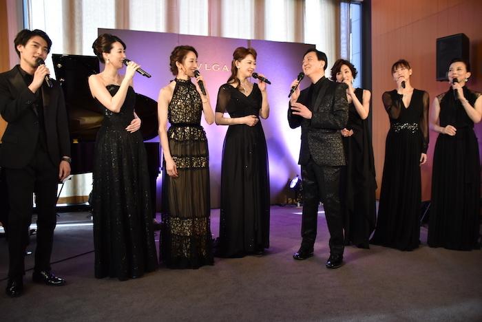 海宝直人、凰稀かなめ、水夏希、姿月あさと、坂東玉三郎、真琴つばさ、大空ゆうひ、霧矢大夢(左から)