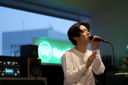 小袋成彬、Spotifyで幸運なファンを前にライブを披露