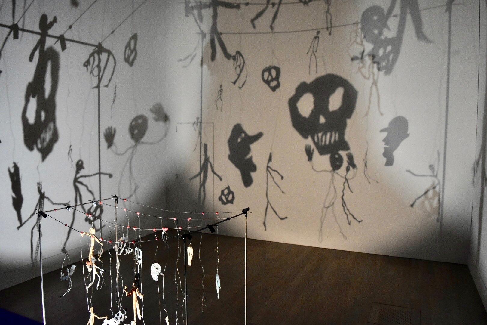 《影》 1986年 「クリスチャン・ボルタンスキー −Lifetime」展 2019年 国立新美術館展示風景