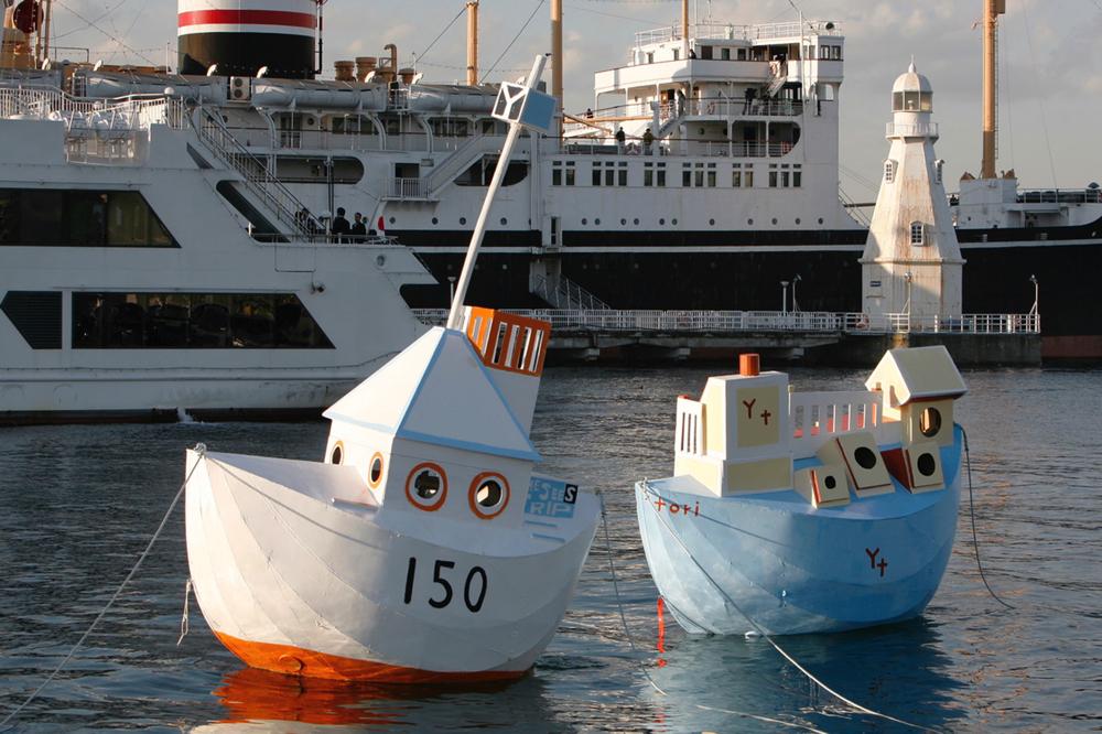 日比野克彦「種は船 Y150丸」2008年(左)、「種は船 横トリ丸」2008年(右)  06.