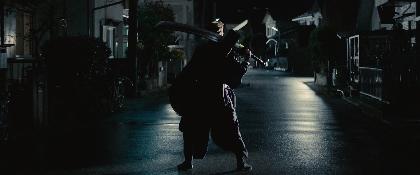 実写映画『BLEACH』初映像で虚(ホロウ)の姿をチラ見せ 福士蒼汰「斬魄刀での攻防は予想以上に大変」