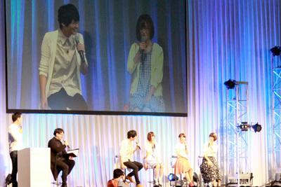写真左から司会、塩川陽介ディレクター、島崎信長、高橋李依、大久保瑠美、川澄綾子