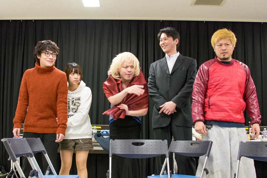 (左から)足立雄大郎、寺崎まどか、渡久山孝洋、小菅博之、秤谷建一郎