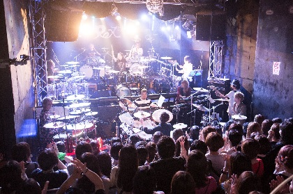 shuji(Janne Da Arc)、悠(摩天楼オペラ)ら8名のドラマーが集結 初のドラムセット8台で挑んだ『DRUM☆GODS』をレポート