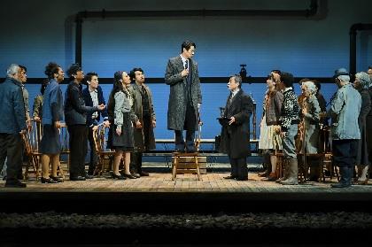 堤真一、安蘭けい、谷原章介、段田安則ら実力派俳優たちが挑むイプセンの『民衆の敵』が開幕 舞台写真、コメントが到着