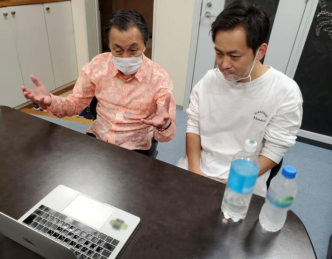 リモート取材の様子 (左から)佐藤B作、佐藤銀平