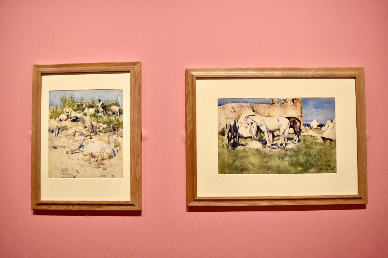 左:ジョゼフ・クロホール 《山腹の山羊、タンジールにて》 水彩、グワッシュ、紙 (C)CSG  CIC Glasgow Museums Collection 右:ジョゼフ・クロホール 《杭につながれた馬、タンジールにて》 1888年 水彩、紙 (C)CSG CIC Glasgow Museums Collection