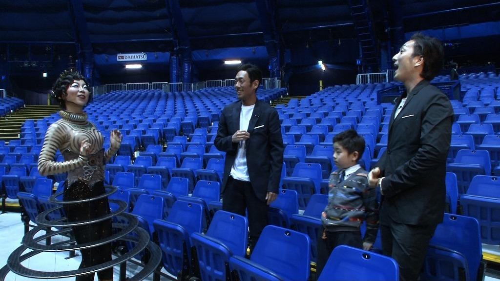 公演後の客席でクララと出会った3人