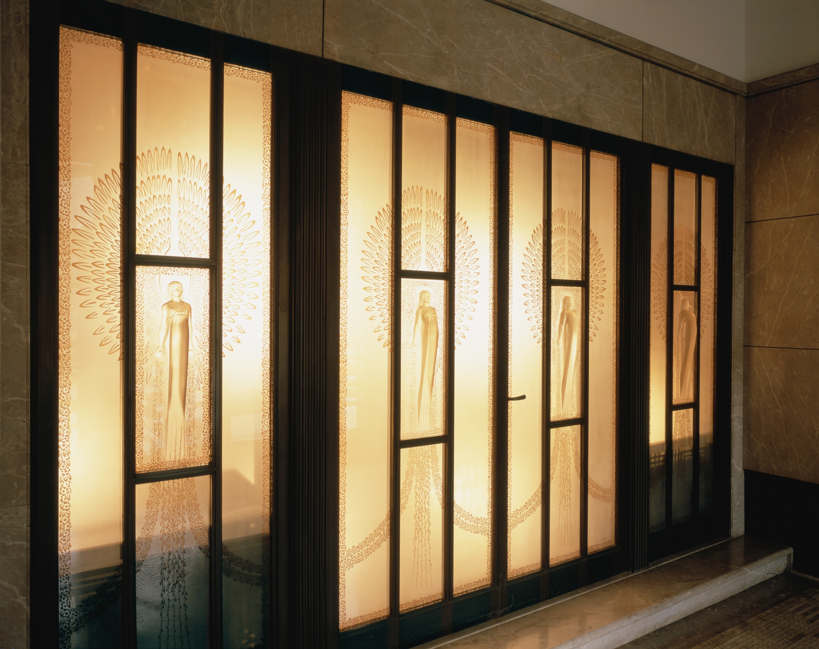 東京都庭園美術館正面玄関 ガラスレリーフ扉 ルネ・ラリック