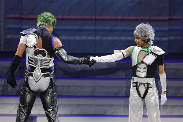 大和アレクサンダー(左)・仁科カヅキ(右)/舞台『KING OF PRISM -Shiny Rose Stars-』ゲネプロより