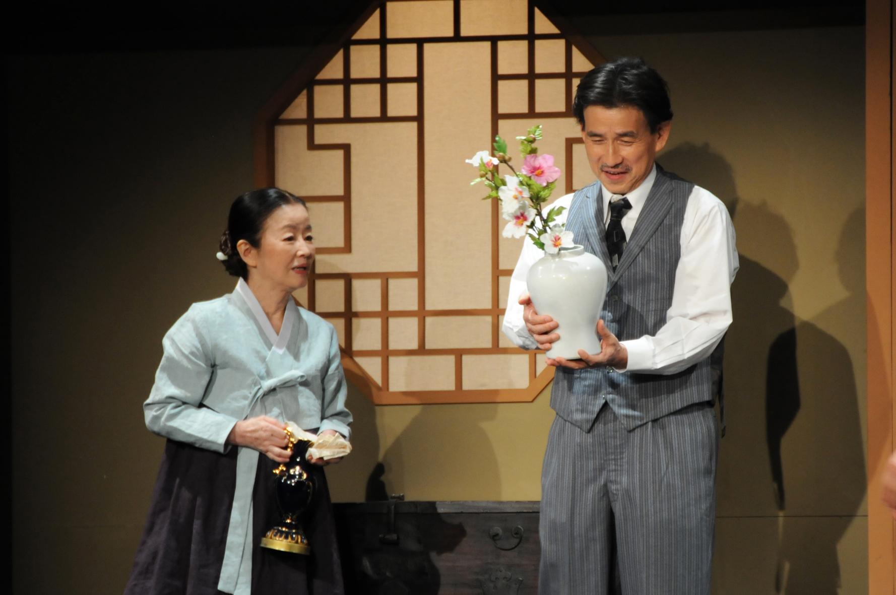 劇団民藝『SOETSU ―韓くにの白き太陽―』(2016年)