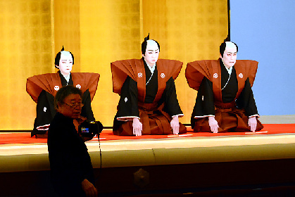 松本幸四郎、市川染五郎に見守られ、金太郎も実感『高麗屋三代襲名』《口上スチール》撮影を篠山紀信が強力サポート