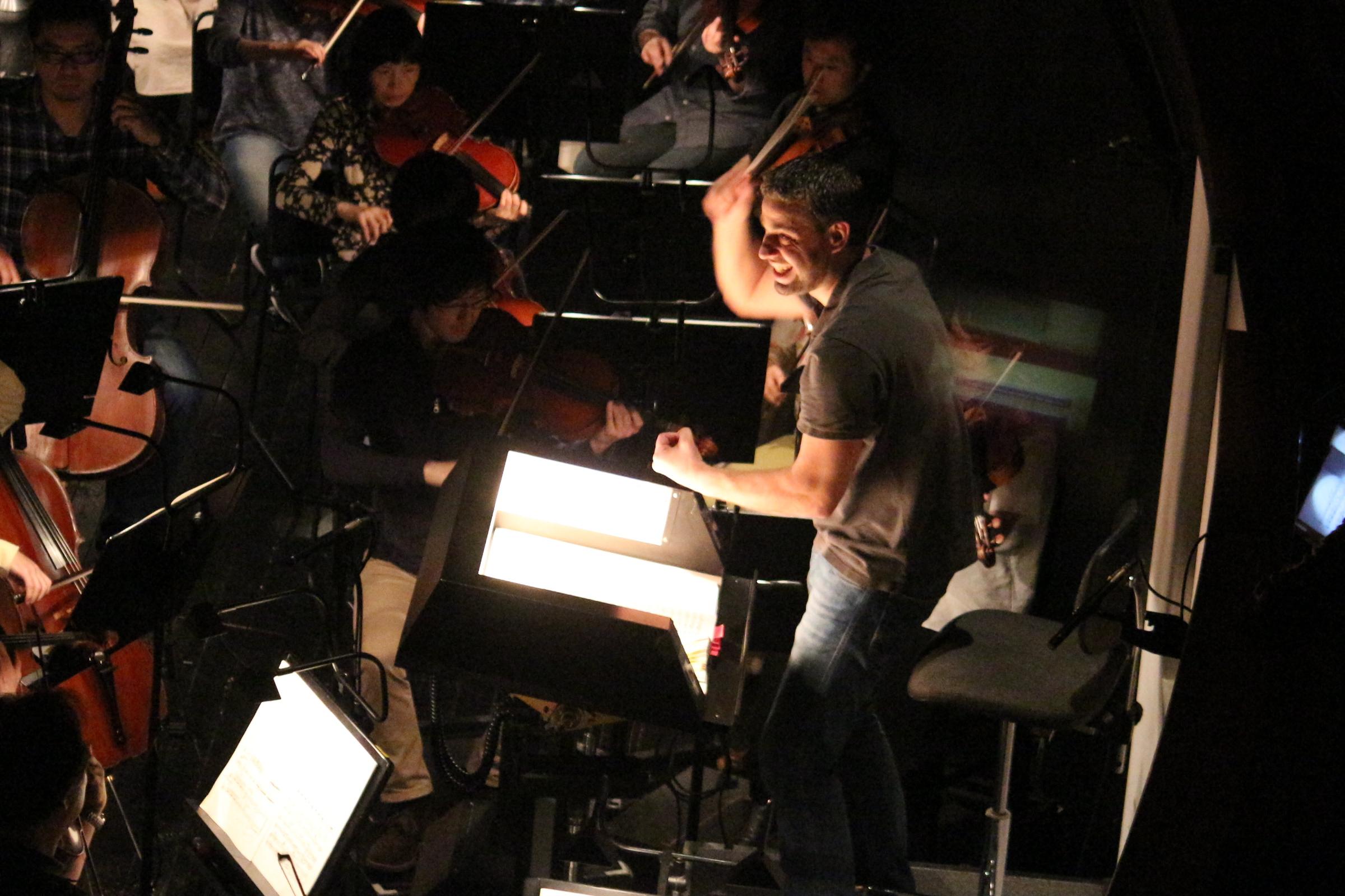 ヤデル・ビニャミーニ、この機会にぜひ聴いていただきたい指揮者だ (新国立劇場提供)