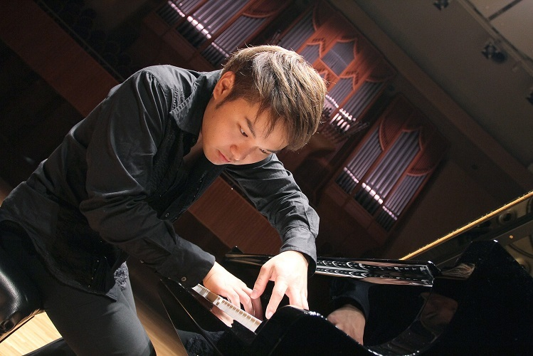 ジャズ・ピアニスト 松永貴志