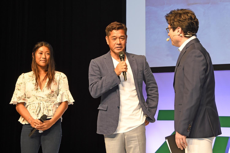 「スポル品川大井町」の魅力と可能性を熱く語る、プロサーファーの糟谷修自(真ん中)と前田マヒナ(左)