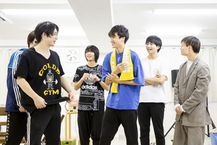 左から 佐奈宏紀、谷水力、井澤巧麻、平野宏周、丸山隼