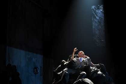 市川海老蔵×黒木瞳×森山未來『オイディプス』が開幕~世界と人間の歪みを古典の名作を介して突きつける舞台