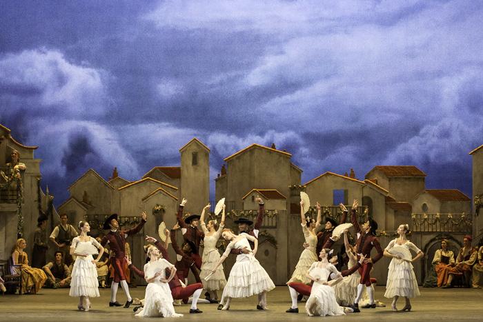 「ドン・キホーテ」Artists of The Royal Ballet in Don Quixote  (c) ROH Johan Persson (2013)